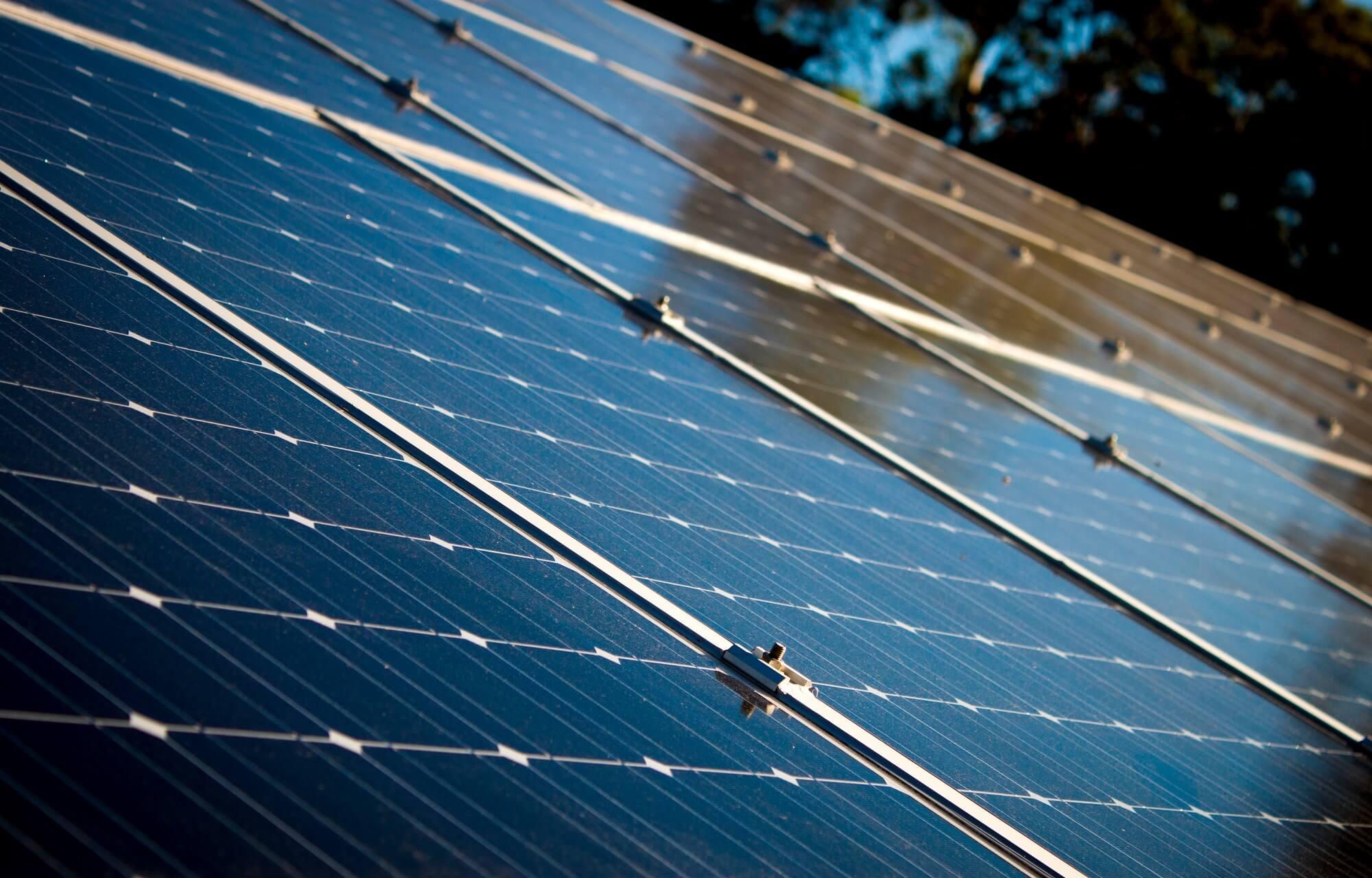 Wek uw eigen energie op met zonnepanelen - Veba Zonnestroom